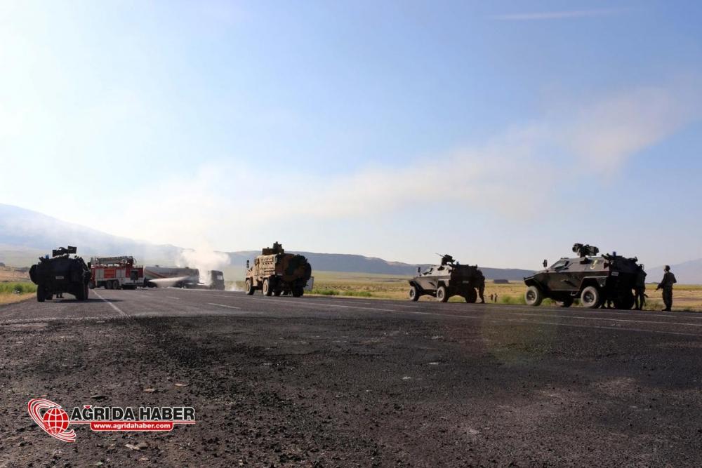Ağrı'da PKK Yine Araç Yaktı !