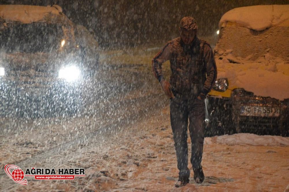 Ağrı'da Kar Yağışı Foto Galeri