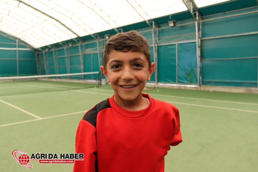 Ağrı'lı Minik Tenisçiler Milli Takımda Oynamak İçin Çalışıyorlar