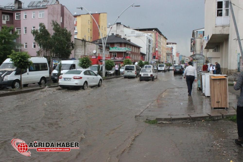 Ağrı'da Yağmur ve Dolu Yağışı