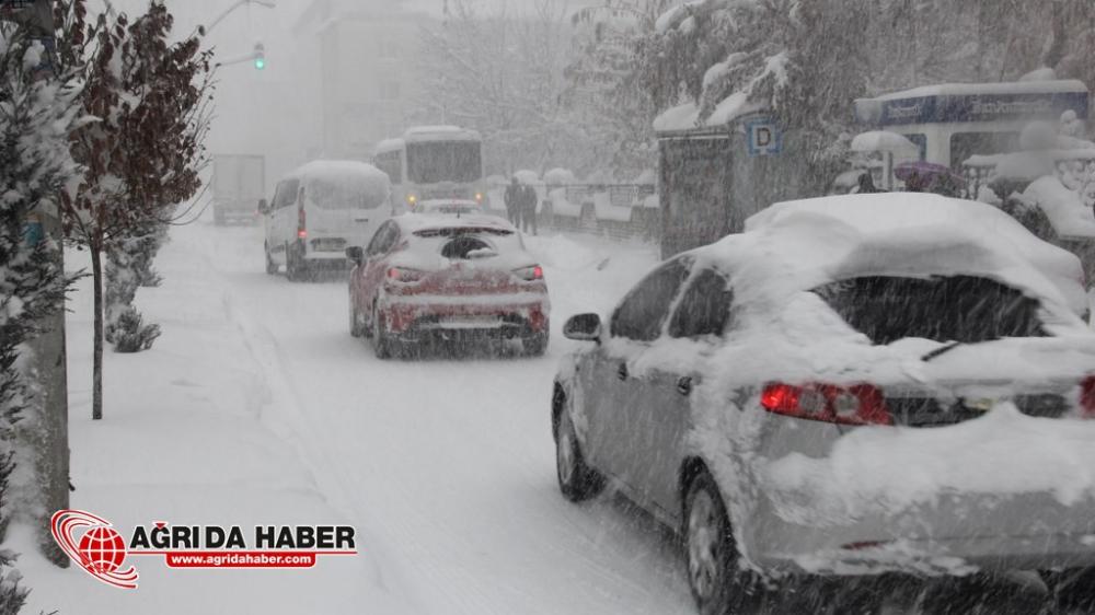 Ağrı'da Kar Yağışı Hayatı Olumsuz Etkiledi