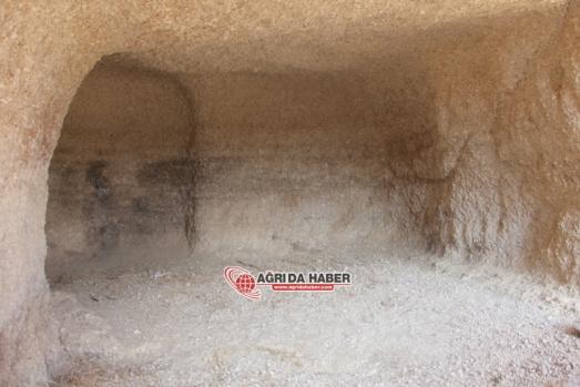 Diyadin Meya Mağaraları