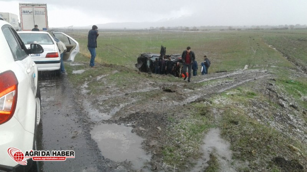 Ağrı'da Zincirleme Trafik Kazası! 3 İranlı Araç Birbirine Girdi!