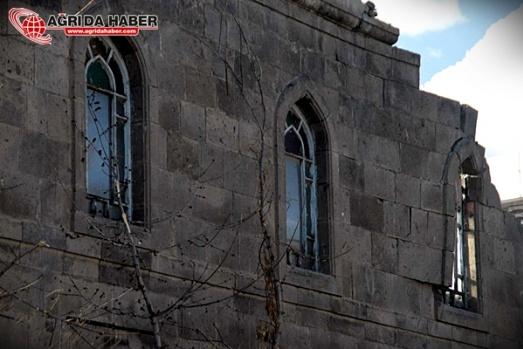 Ağrı Merkez Camisi Yıkıldı