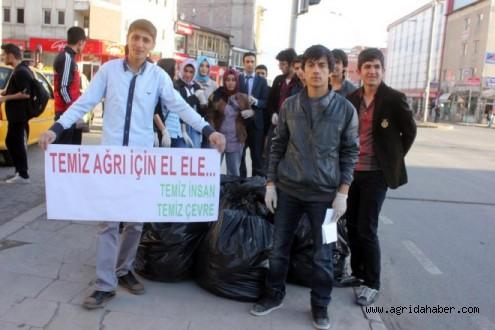 Seçimlerin İptal Edildiği Ağrı'da Öğrenciler Caddelerde Çöp Topladı