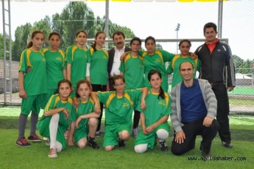 Bizim Halı Sahamız Projesi Kapsamında Futbol Turnuvası Düzenlendi.