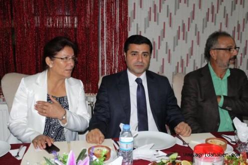Demirtaş, STK Temsilcileriyle Bir Araya Geldi