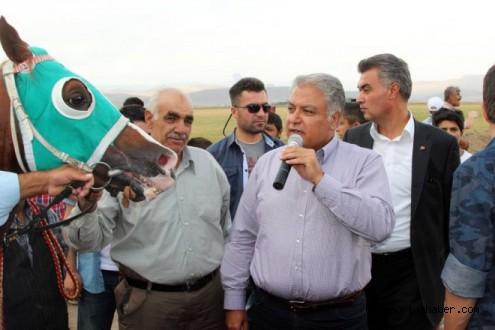 Ağrı'da '2014 Yılı At Yarışları' Yapıldı