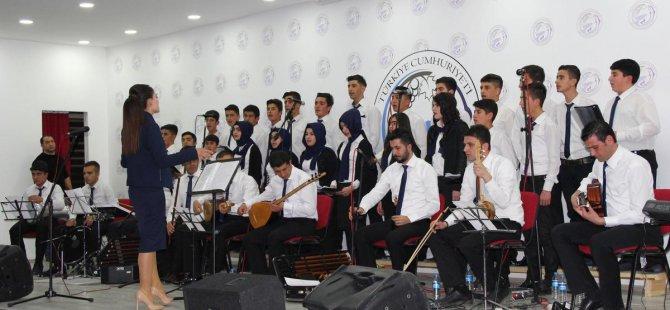Öğrencilerden halk müziği konseri
