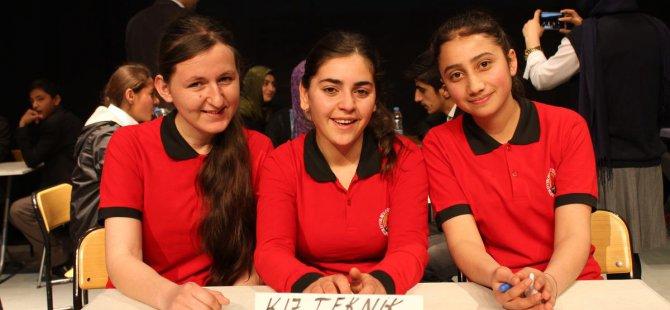 Yüksekova'da 'Liselerarası Bilgi Yarışması'