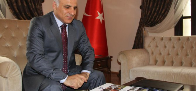 Elazığ Valisi Zorluoğlu'na 'AA 2014 Yıllığı'