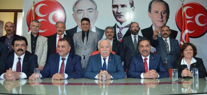 MHP Malatya il teşkilatı üyeleri milletvekillerini karşıladı.