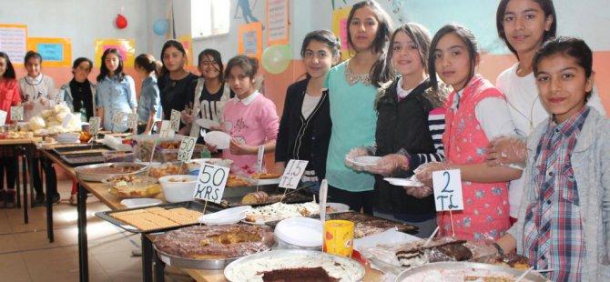 Yüksekova'da okul yararına kermes