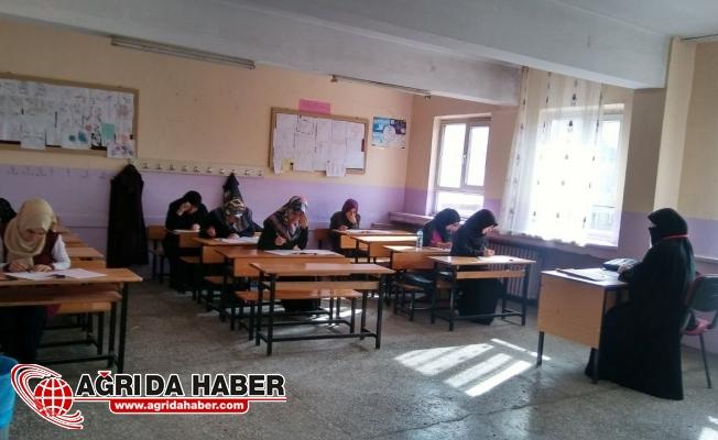 Ağrı'da ''Kur'an Nesline Meal Sınavı'' Düzenlendi