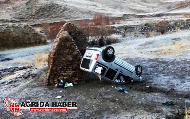 Eleşkirt'te otomobil takla attı: 2 yaralı