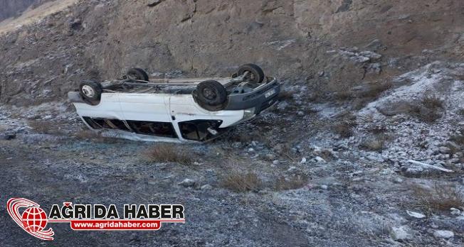 Kongreye Katılmak İçin Gelen 2 Ayrı Araç Kaza Geçirdi