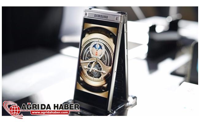 Samsung'un Kapaklı Telefonu Resmen Tanıtıldı !