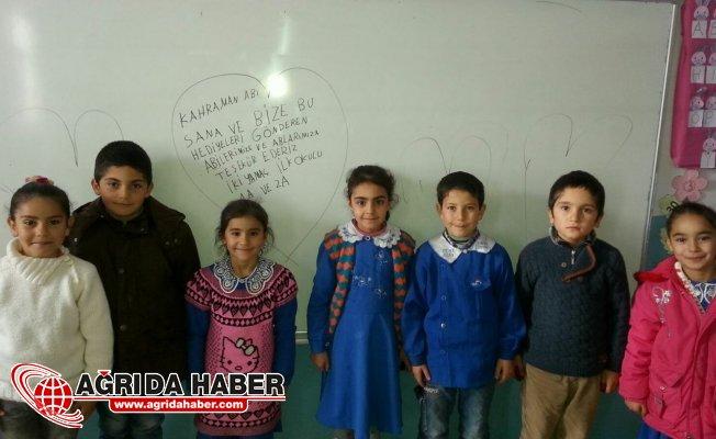 Ağrı'da İhtiyaç Sahibi Öğrencilere Giysi Yardımı