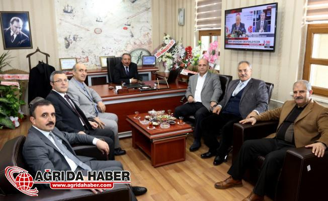 A.İ.Ç.Ü. Rektör Yardımcılığına Prof. Dr. Faruk Kaya Atandı