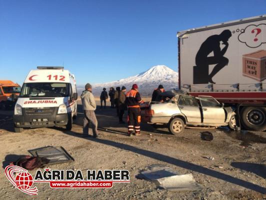 Doğubayazıt'ta Otomobil TIR'a Çarptı: 1 Ölü!