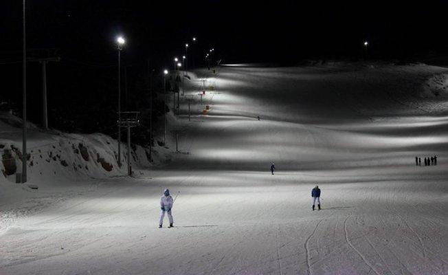 Ergan dağı tüm kayak severler için gecede açık