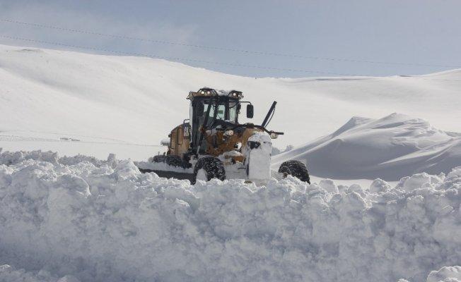 Hakkari'de 16 köy ile 37 mezra yolu kapandı
