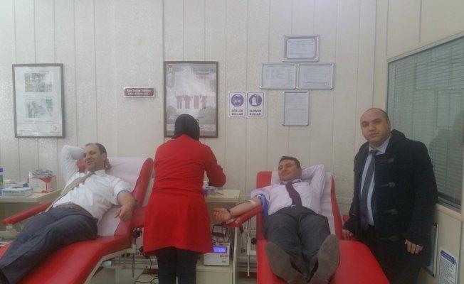 Karslı sağlıkçılardan Afrin'e kan desteği