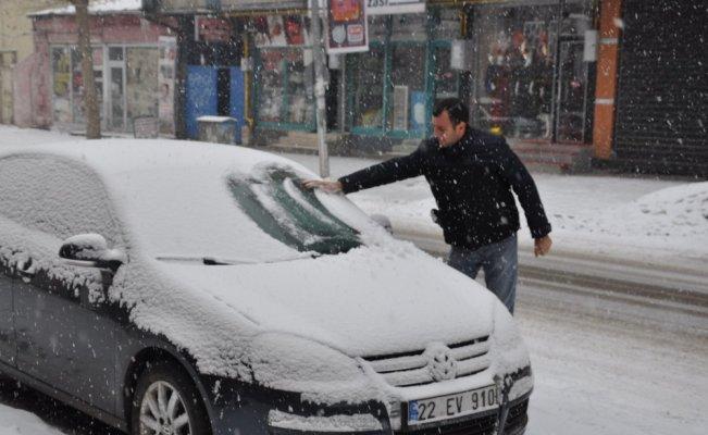Kars'ta yoğun kar yağışı etkili oluyor