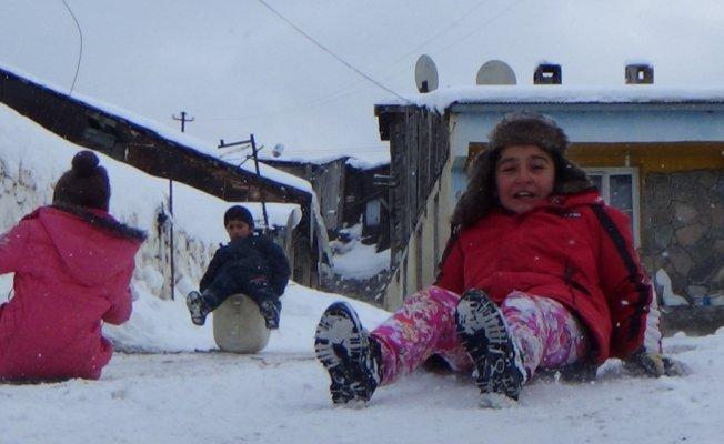 Sarıkamışlı çocukların kayak keyfi