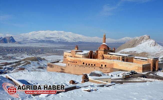 Tarihi İshak Paşa Sarayı Karlar Altında