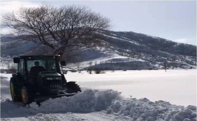 Tatvan'da kar küreme araçları iş başında