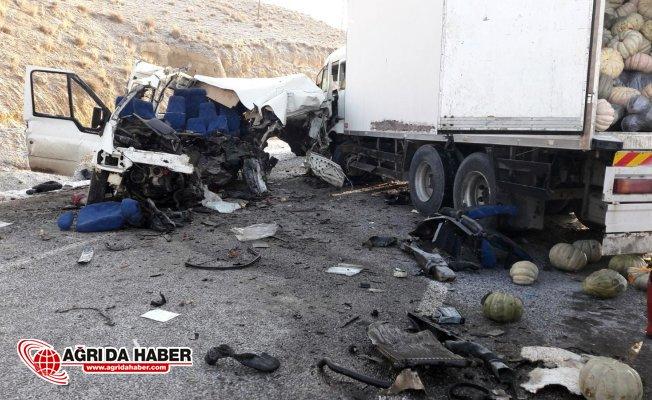Van'da Trafik Kazası: 8 Ölü 2 Yaralı