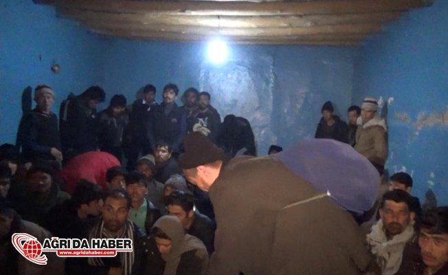 Ağrı Merkezli Göçmen Kaçakçılarına Operasyon! 19 Gözaltı