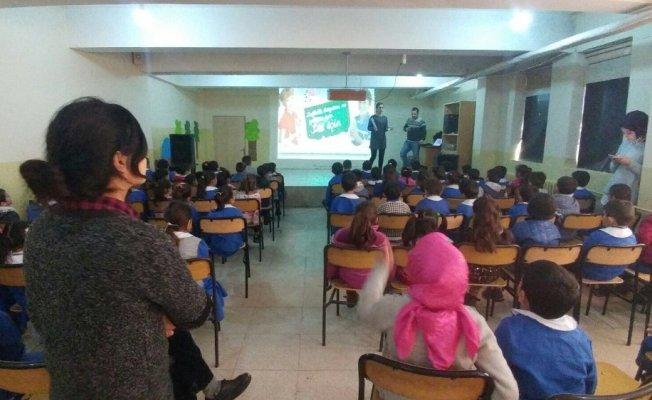 Ağrı'da okullarda süt dağıtımı tekrar başladı
