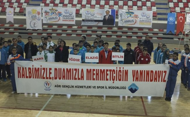 Ağrı'da sporculardan Mehmetçiğe anlamlı destek