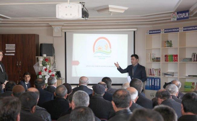 Bitlis Ahlat'ta 'buzağı ölümlerinin önlenmesi' toplantısı yapıldı