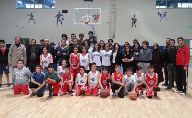 Ak Parti'li Başkan Gür'den sporculara ziyaret