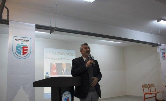 Başkan Cömertoğlu kent sorunları ve yerel yönetimleri anlattı