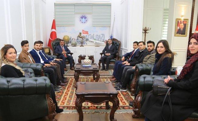 """Başkan Gürkan: """"Gençlik kolları bizim elimiz, kolumuzdur"""""""
