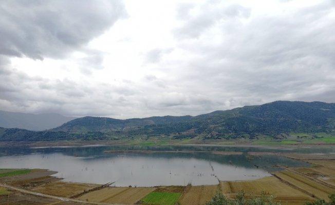 Beydağ Barajındaki kuraklık üreticiyi vurdu