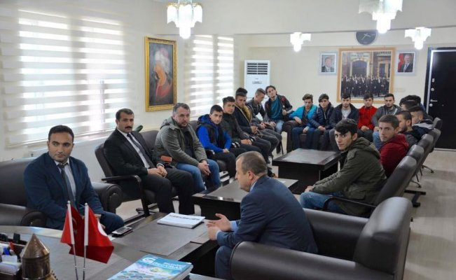 Bitlis İl Özel İdaresi Sporculara kıyafet desteğinde bulundu