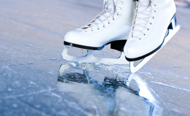 Çankaya'ya buz pateni salonu