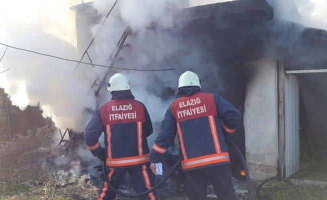 Elazığ'da ev yangını