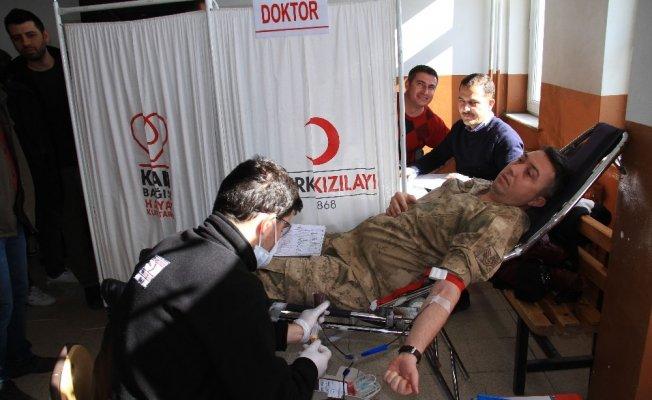 Van'ın Muradiye ilçesinde Güvenlik güçlerinden 'Afrin' için kan bağışı