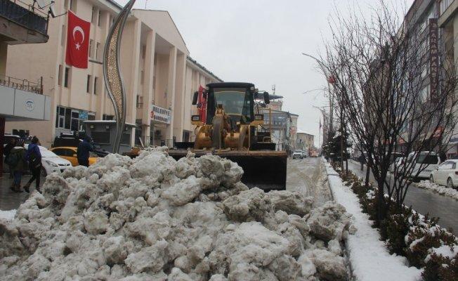 Hakkari'de 5 köy, 8 mezra yolu ulaşıma kapandı