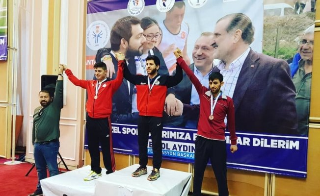 Hakkari'li Tenisçi Dindar Mühürdaroğlu Türkiye üçüncüsü oldu