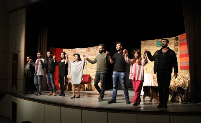 """Hizan'da """"Sahte Cennet"""" adlı tiyatro oyunu sahnelendi"""