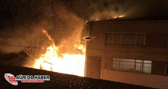 İstanbul Fatih'te Korkutan Gecekondu Yangını!