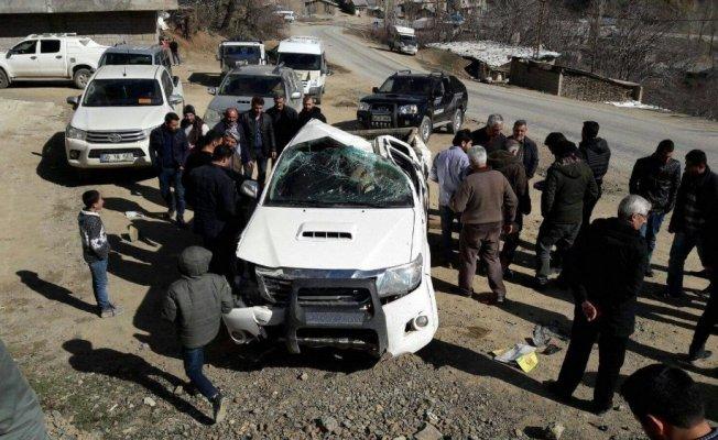 Hakkari'nin Şemdilli ilçesinde Kamyonet takla attı: 3 yaralı