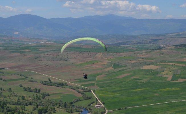 Karabük'te yamaç paraşütü heyecanı